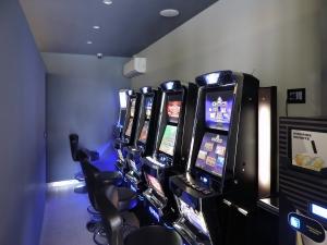 architetto locuratolo-design-interni-sala giochi PLAY GAME-sala slot-minervino murge-bat-puglia